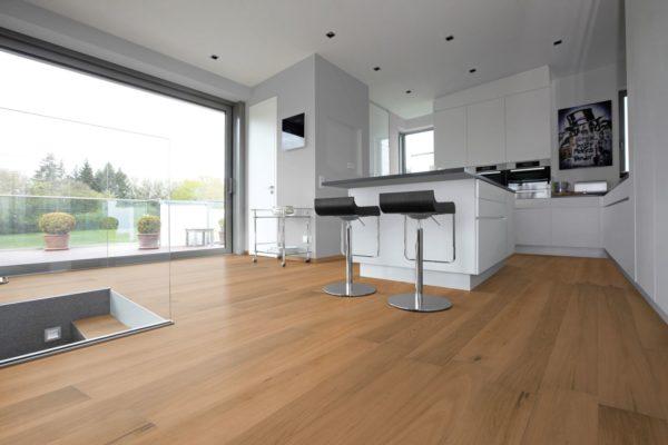 NaBo Parkett 2-Schicht Diele Eiche MEGA - Landhausdielen Eiche Projekt - geschliffen geölt - Anwendungsbeispiel Küche