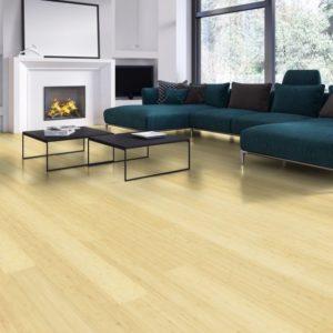 Moso Bamboo Elite - Bambus 3-Schicht Landhausdielen - Breitlamelle naturhell - Wohnzimmer mit Kamin, zeitgenössisch