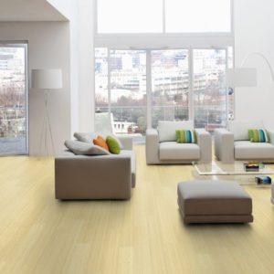 Moso Bamboo Elite - Bambus 3-Schicht Dielen - Hochkantlamelle naturhell - offenes Wohnzimmer mit Essplatz, romantisch