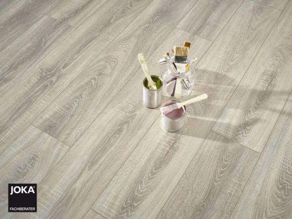 JOKA Laminatboden City - Oak rift grey 4804 - 1-Stab Landhausdiele mit V4 Fase - Ambiente 1