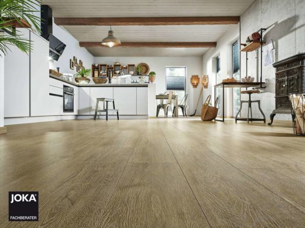 JOKA Laminatboden Skyline - Oak palebrown 5518 - 1-Stab Laminatdiele mit V4 Fase - Ambiente