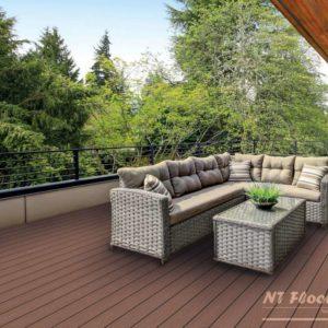 NT Floors WPC Terrassendiele hellbraun massiv - Holzstruktur - Ambiente