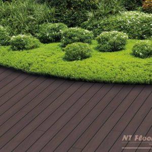 NT Floors WPC Terrassendiele Thermoesche massiv - gebürstet - Ambiente